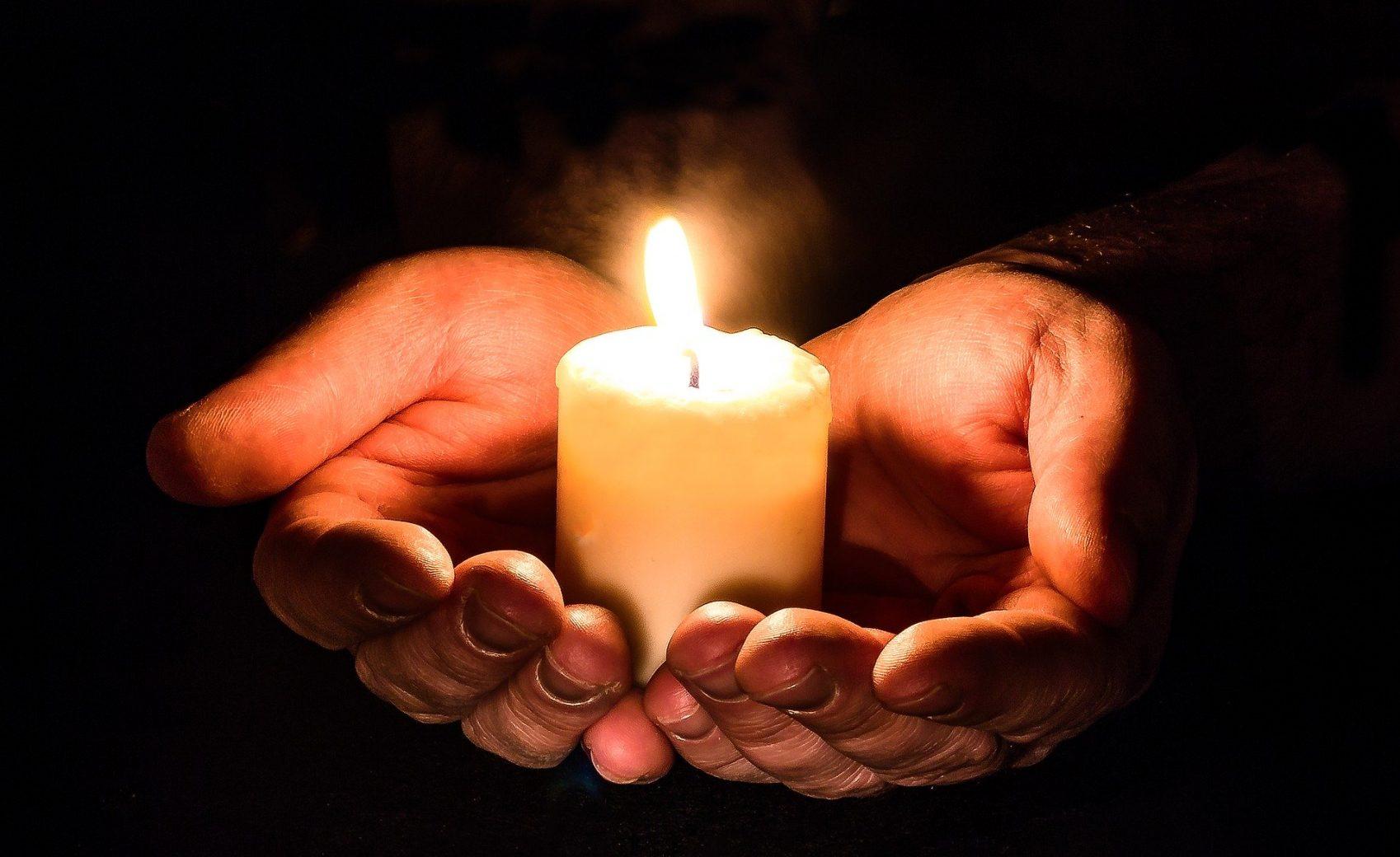 donner hands 1926414 1920 - Donner aux autres avec son cœur contribue à votre bonheur