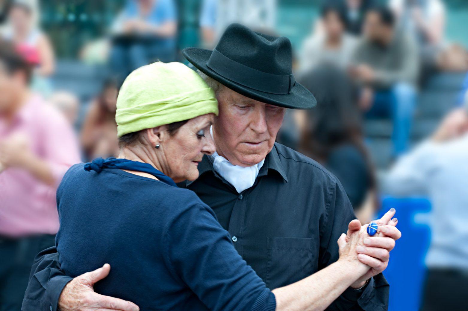 a couple dancing the tango 6210714313 ba11a8dfb6 o - Aimeriez-vous danser encore à 100 ans