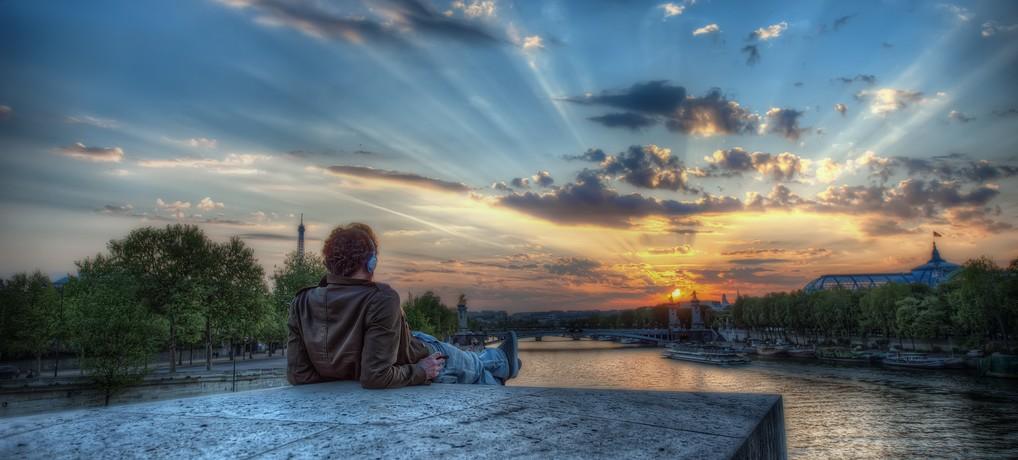 Enjoying a Parisian Sunset photo par ShutterRunner