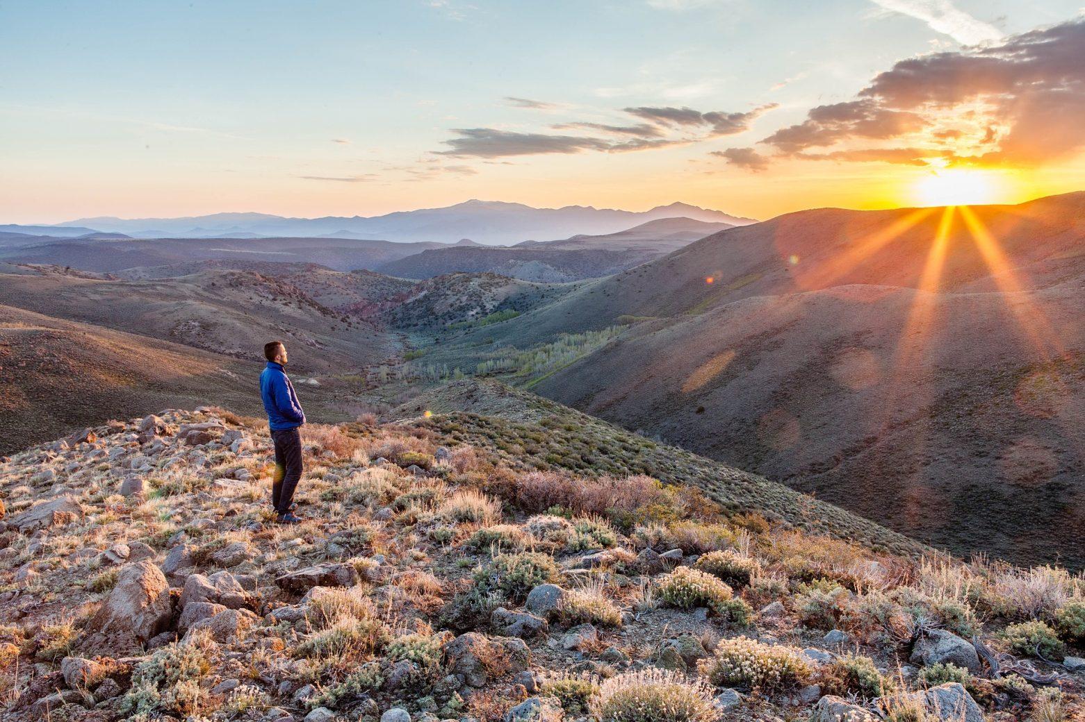 seul en montagne people 2598455 1920 - Faites monter en flèche vos chances d'atteindre vos objectifs