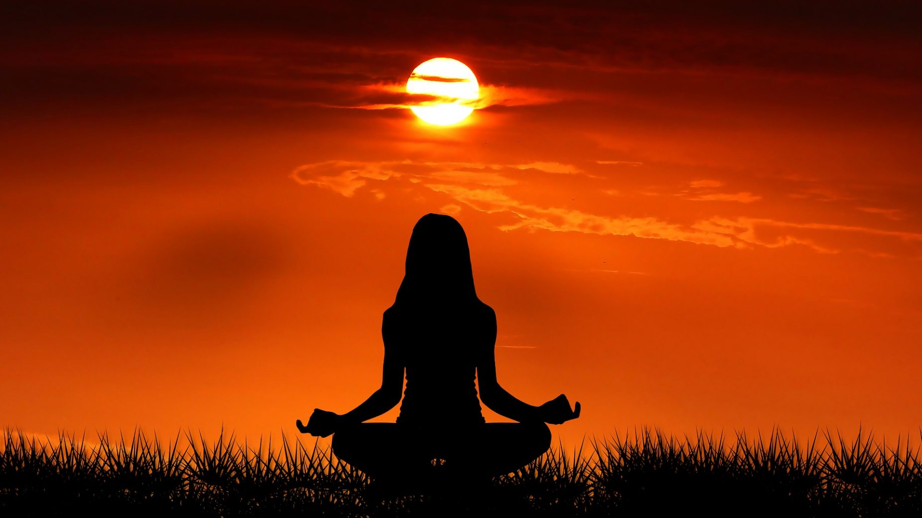 sunrise 3848628 1920 - Le yoga idéal pour prendre soin de son corps et de son mental